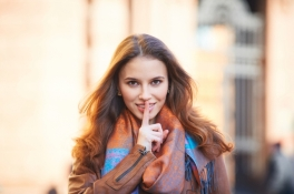 devojka-na-ulici-foto-shutterstock-1456339162-81122